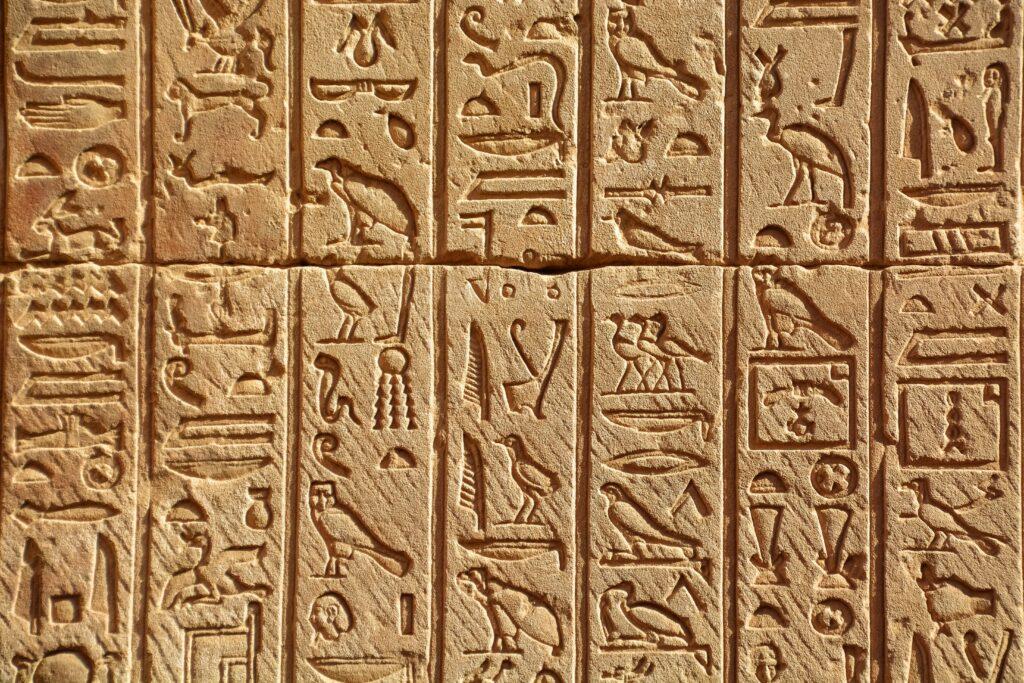hieroglyphe illustrant articles commandements